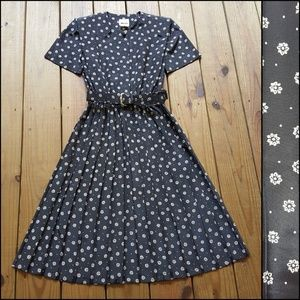 Vintage 80's 90's size 8 black belted pleat dress